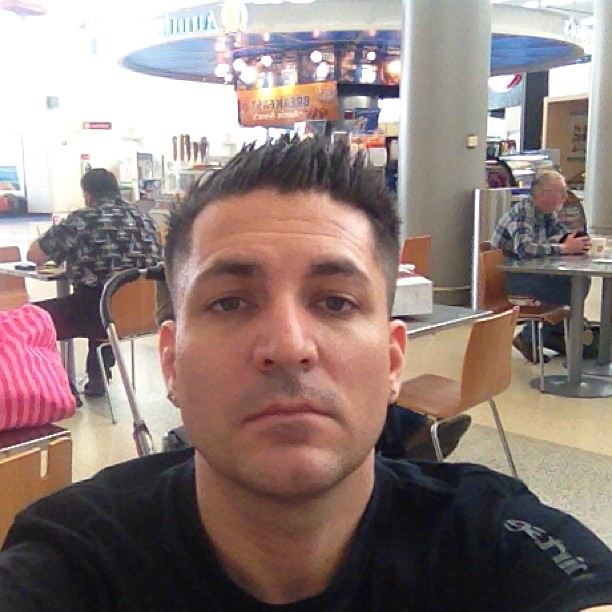 Sitter och käkar i new york :)Tråkig security dom har nu:)