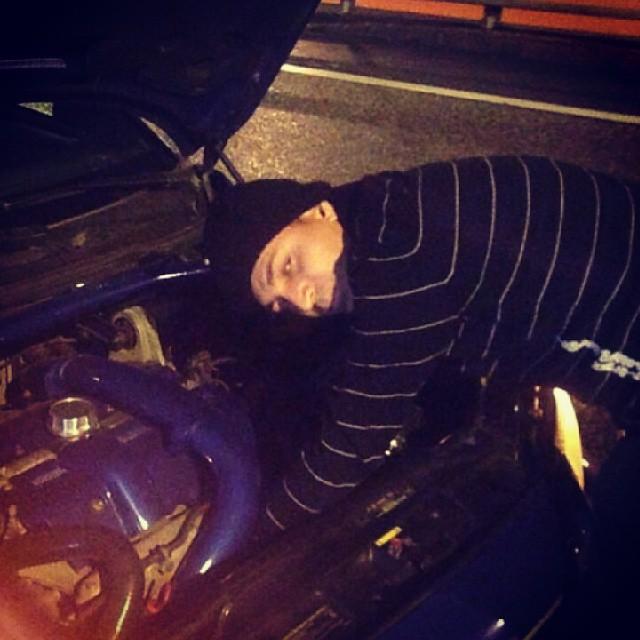 Åker man med mycket Ladd så sticker slangarna ibland :) mitt på motorvägen mek..