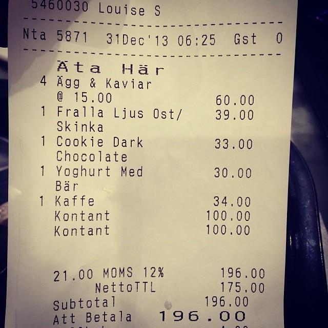 Dom skäms inte heller, ägg 15 kr st, en liten plastmugg yoghurt 30 kr!  Tur att man inte semestrar på Arlanda !