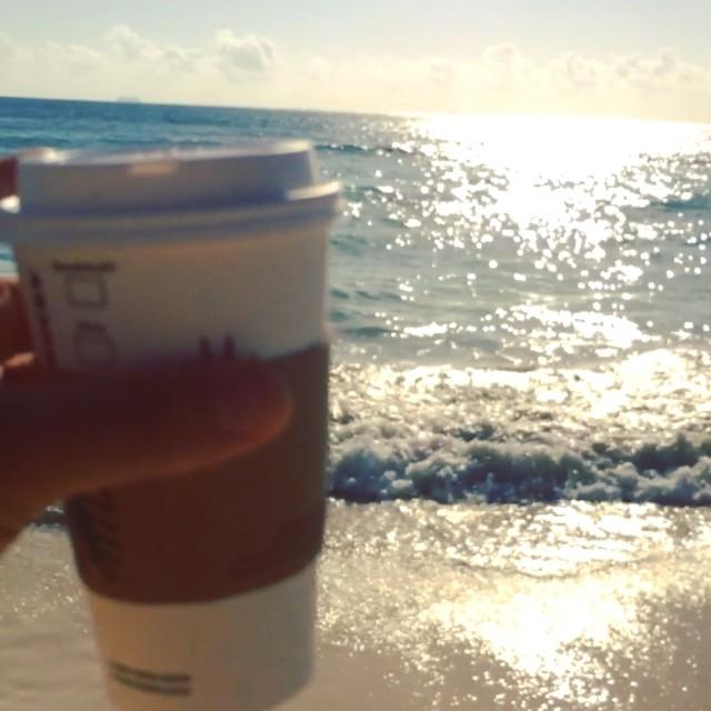 Starbucks breakfast on The Beach ! 08:30 ! #windy #beach # playa