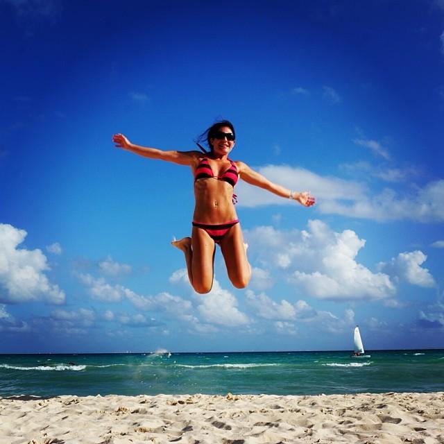 My Baby Can jump:) #playadelcarmen
