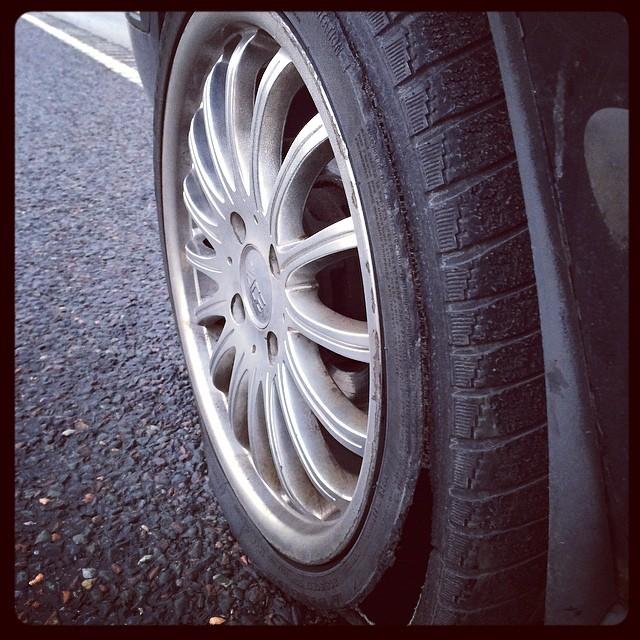 Mitt vänstra framhjul exploderade nyss!!!! Kul!!
