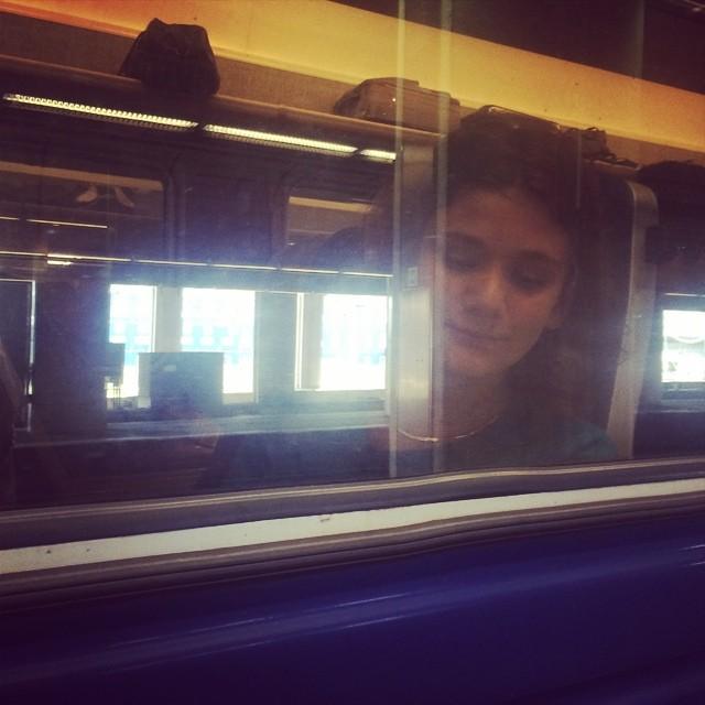 Kevin på tåget , åka till farmor i Dalarna :)