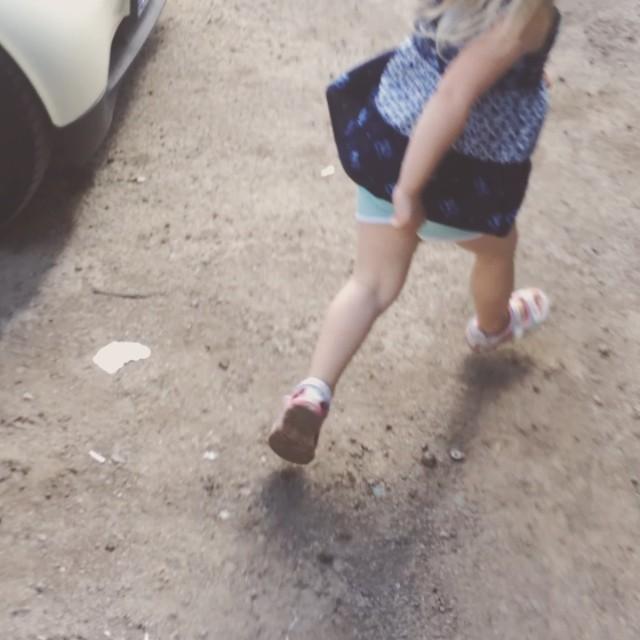 Nu tar jag dig ;) leker med min guddotter :)
