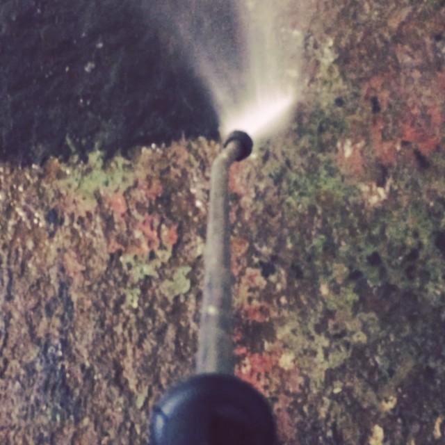 1 cm intorkad olja a 150m2 skall bort!! Kul