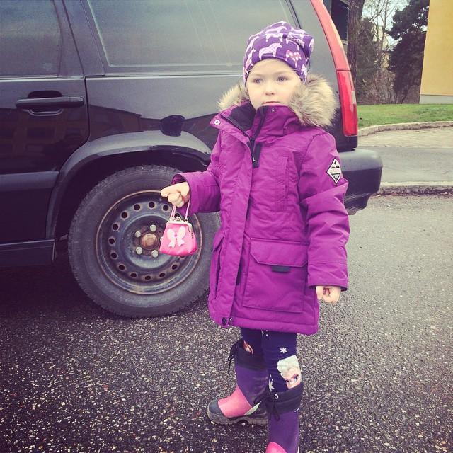 Nu ska hon följa med gudfar på monsterjam:)