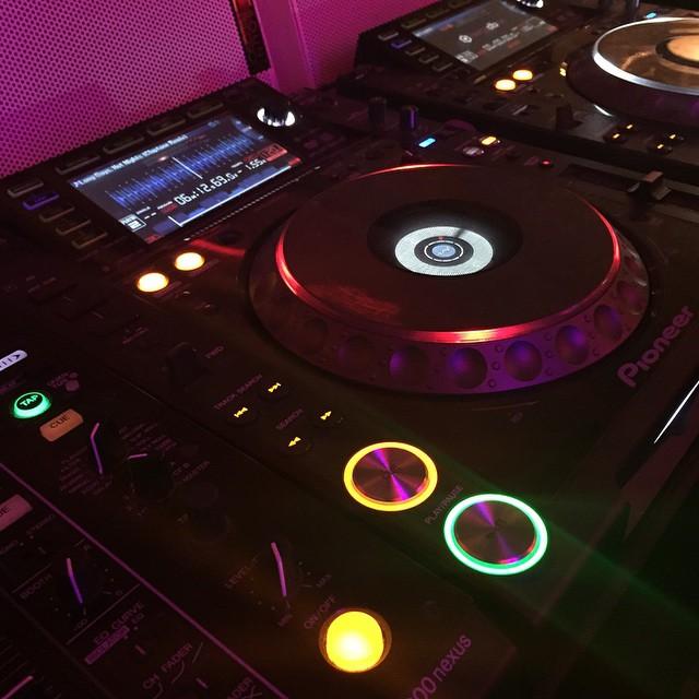 DJ på siljalines personalfest och McDonalds samtidigt :). @bar54sthlm