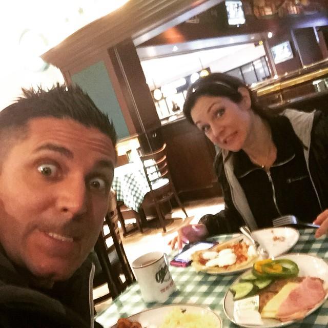 Frukost på olearys Arlanda int , nästa måltid intas på Manhattan !Wiiiii