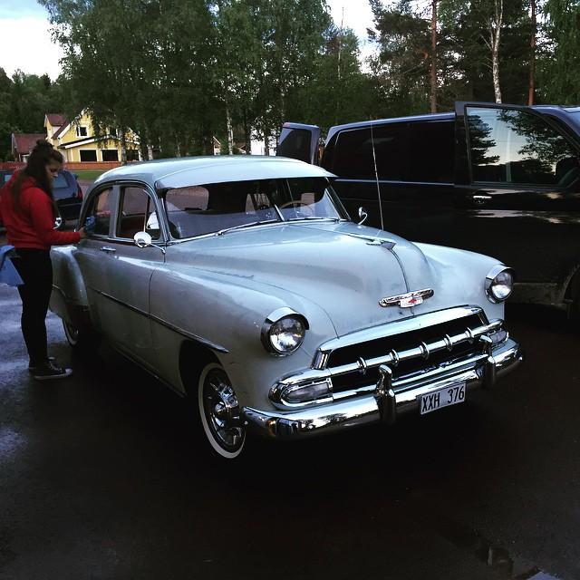 Hjälper fröken Heed med hennes bil :)