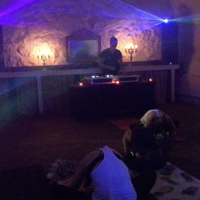 Flow Trough Deep Session - Stockholm (deephouse Yoga Session) @jennamalin.yoga @djzebofficial