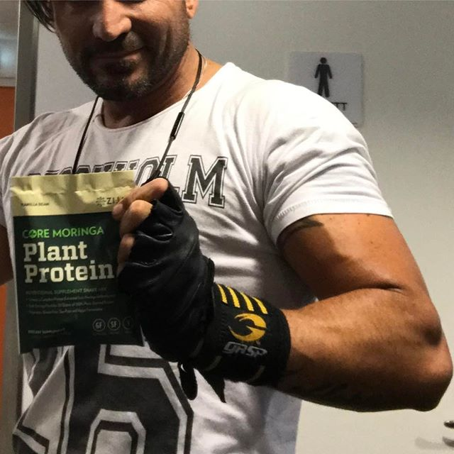 One big Part of the dj life is to stay healthy. So there will be posts from gym, food and health. ! Second week on the new plant protein from Zija!  I do feel that i recover faster and can push my self I little more.  So that's a good start! I'll guess it's the 9 different aminos in it. Core!  Moringa Power!
